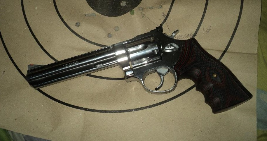 a picture of a Colt Python copy Taurus 689