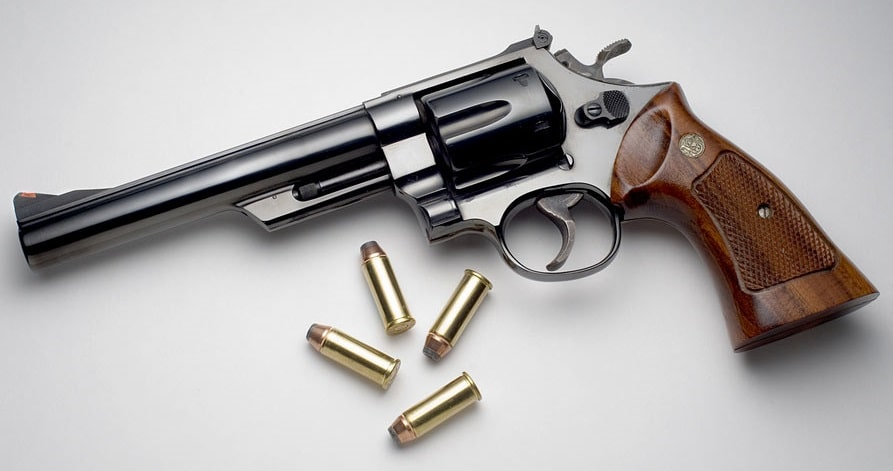 A picture of a S&W Model 29 with 44 Magnum cartridges